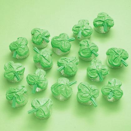 disney family fun clover cupcakes