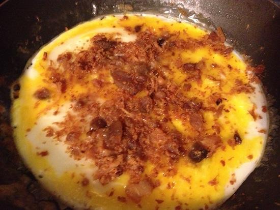 Huevos Suburbia recipe - Cheesy Bacon Eggs And Sausage Tortillas