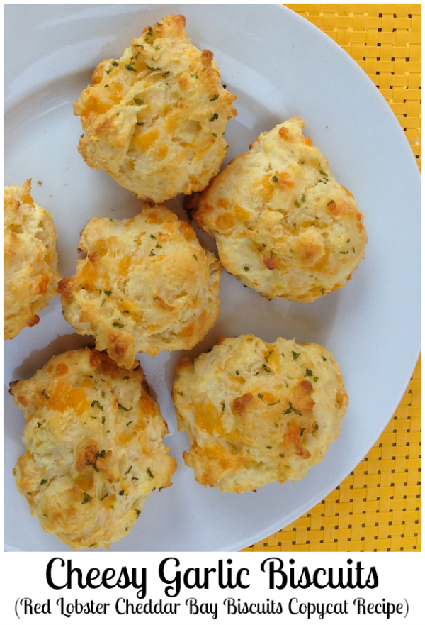 Cheesy Garlic Biscuits (Red Lobster Cheddar Bay Biscuits Copycat Recipe)